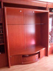 montaje de librería de carpintero